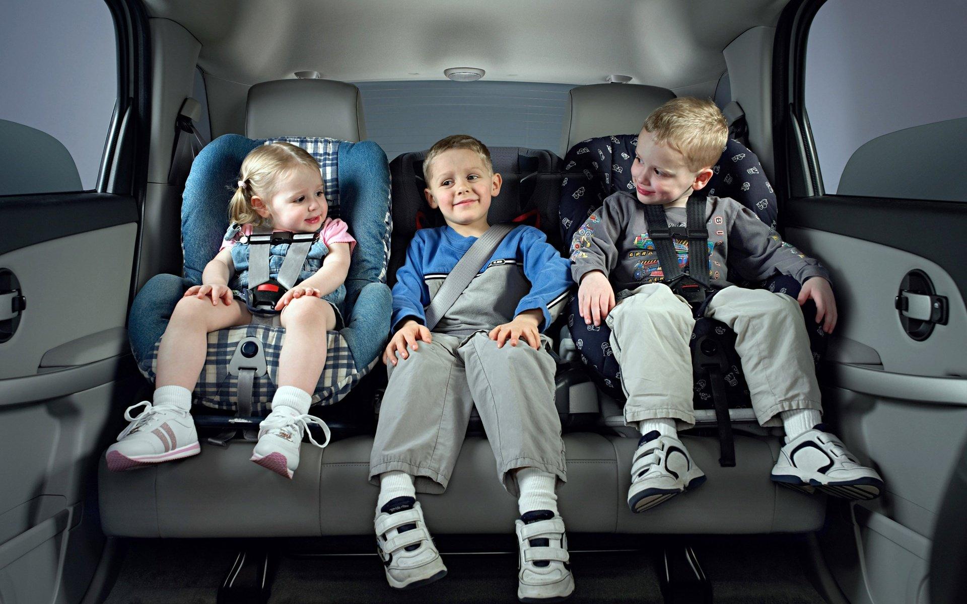Дитяче автомобільне крісло групи 1